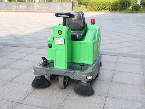 DQS12驾驶式电动扫地机